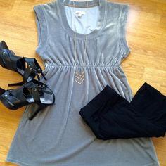 """Silence + Noise grey velvet sleeveless tunic Flattering and comfy silvery grey velvet-like tunic from Urban Outfitters. Excellent condition. 95% poly 5% spandex. Bust 17"""" Length 30.5"""" pair it with leggings or skinnies for an effortless chic look! silence + noise Tops Tunics"""