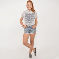 Cropped estampado com capuz + Short jeans + Slip on #moda #look #outfit #inverno #lnl #looknowlook