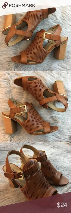 Rialto Manhattan City Heel Sandal Strap Buckle 6.5 These sandals are in very good, lightly worn condition. Minor scuffs, scratches and marks from wear. Please see pics for more details (: Rialto Shoes Sandals