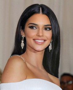 Kendall Jenner Icons, Kendall Jenner Makeup, Kendall Jenner Outfits, Kendall And Kylie, Beauty Makeup, Hair Makeup, Hair Beauty, Brunette Beauty, Makeup Eyes