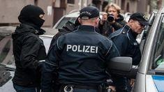 """الشرطة الألمانية تطوق مدرسة في برلين وتشتبه في أن الوضع خطير #الإذاعة_التونسية #الأخبار  بوابة الإذاعة التونسية   الشرطة الألمانية تطوق مدرسة في برلين وتشتبه في أن """"الوضع خطير""""  الشرطة الألمانية تطوق مدرسة في برلين وتشتبه في أن الوضع خطير #الإذاعة_التونسية #الأخبار"""