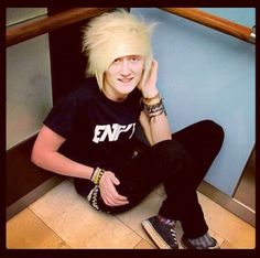 Veeoneeye♡ I dont even know but I love his videos and him bc of his cute dorkyness♥ c: -Sami