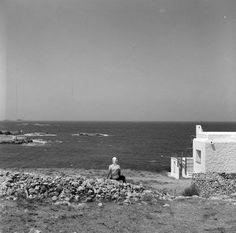 Πάρος 1962 αγναντεύοντας το πέλαγος φωτογραφία Ιωάννης Λάμπρος.Από το φωτογραφικό αρχείο μουσείου Μπενάκη.