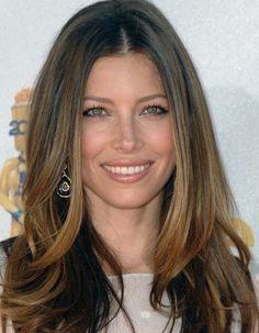Jessica Biel natural face framing highlights on brown hair