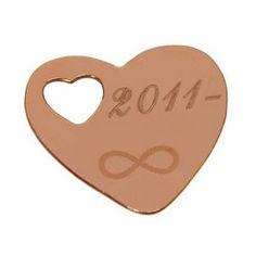 Pandantiv din argint Sterling 925 placat cu aur roz, in forma de inima decupata.  Pandantivele din argint inima, gravate cu mesaje text, initiale sau poze sunt cadouri pentru femei sau copii primite cu zambete si bucurie.