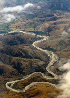lvndcity:  Mountain meanderbyGrant Shimmin(2006) New Zealand