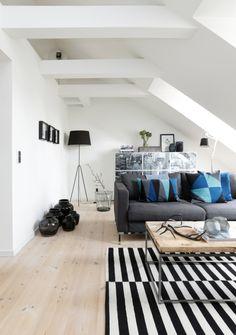 Via Ellen's album   Ikea Rand Rug   Geometric Pillow   Black & White, Scandinavian, Nordic
