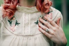 The Clothes Horse: Love this reddish-pink hair color and rose gold nails. Vintage Outfits, Vintage Dresses, Vintage Fashion, Pretty Outfits, Cute Outfits, Vintage Mode, Couture, Clothes Horse, Love Fashion