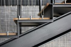 Détails marche escalier bois acier - Detailing of stairs at the Skuespilhuset Stair Handrail, Staircase Railings, Stairways, Railing Design, Staircase Design, Stair Design, Architecture Details, Interior Architecture, Steel Stairs