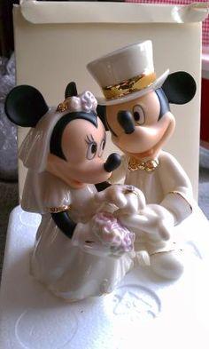 230399964959 LENOX DISNEY MICKEY AND FRIENDS MINNIE S DREAM WEDDING Mickey  amp  Minnie  are dressed up for