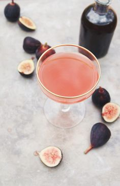 fig + thyme cocktail | how to make allspice dram | holly & flora #cocktails #figs #summer