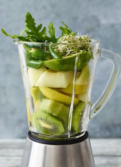 Avocado-Smoothie mit Basilikum Avocado smoothie with basil – smarter – Time: 15 min. Smoothie Detox, Avocado Smoothie, Avocado Dessert, Fruit Smoothies, Smoothies Vegan, Avocado Cake, Healthy Juice Recipes, Healthy Juices, Avocado Recipes