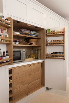 Pantry | Appliance | Battersea Handleless Shaker Kitchen