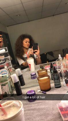Zendaya on Snap ( Zendaya Snapchat, Zendaya Twitter, Zendaya Maree Stoermer Coleman, Zendaya Style, Zendaya Hair, Idole, The Greatest Showman, Woman Crush, Black Is Beautiful