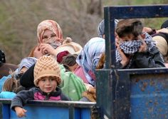 Syrian refugees fleeing to Turkey