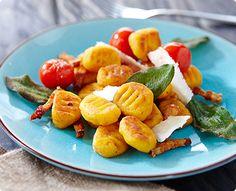 Rezept: Kürbisgnocchi in Salbeibutter mit Baconstreifen