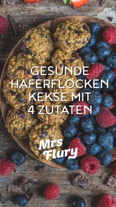 Gesunde Haferflocken Kekse ohne Zucker - Mrs Flury Healthy Oatmeal Cookies Vegan - 4 Ingredients Cookies Mrs Flury - Healthy Recipes Breakfast Cookies Mrs Flury Recipe, healthy, without sugar, h 4 Ingredient Cookies, 4 Ingredient Recipes, Oatmeal Biscuits, Cookies Et Biscuits, Baking Cookies, Breakfast Cookies, Breakfast Recipes, Breakfast Biscuits, Dessert Recipes