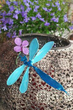 Libel en bloem van Ijzerdraad en nagellak