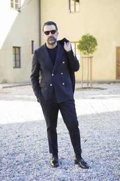 Sprezzatura-Eleganza - Drew Andreoli Andrea Sneakers Outfit Men, Tailored Fashion, Most Stylish Men, Street Style Trends, Best Mens Fashion, Casual Blazer, Mens Clothing Styles, Cool Suits, Mens Suits