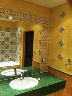 Tubadzin Majolika mexican bathroom