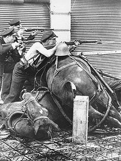 Spanish Civil War-July 19, 136 Streets Barcelona  Photo: Agusti Centelles #Spain #war
