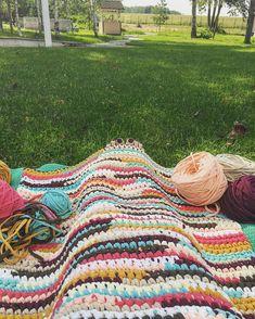 Меня накрывает... 😌 Моё рабочее место на сегодня ❤️ #белкиндом#knitting #trapillo #crochet #knit #basket #carpet#tyarn #вяжутнетолькобабушки #вяжуназаказ #пряжалента#вязаниеминск#дом#декор#вязаныйдекор #decor#home#handmade#