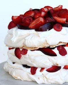 Este bolo nuvem de merengue vai te levar aos céus