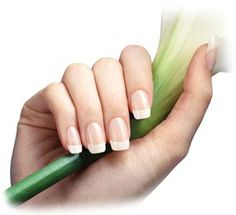 Nail care tips: Natural homemade recipes for strong and beautiful nails Manicure At Home, Nails At Home, Manicure E Pedicure, Make Nails Grow, Grow Nails Faster, Nail Care Tips, Nail Tips, Us Nails, Hair And Nails