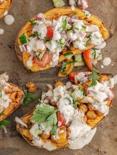 Tahini, Bruschetta, Vegetable Pizza, Hummus, Food Inspiration, Vegetables, Ethnic Recipes, Vegetable Recipes, Veggies