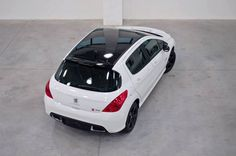 Peugeot e Quiksilver em mais uma aventura juntos?  Esse é o conceito do 308 Quiksilver, modelo que ainda não foi anunciado oficialmente nem nada parecido, mas estava sendo exposto no Quiksilver Saquarema Prime 2013. Será que ele merece ser produzido de verdade? Curta se você acha que sim!