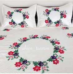 Crochet Bedspread Pattern, Crochet Motif Patterns, Pillow Embroidery, Embroidery Flowers Pattern, Handmade Bed Sheets, Bed Sheet Painting Design, Fabric Painting On Clothes, Bed Cover Design, Designer Bed Sheets