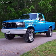 what color is this? looking to repaint my 95 crewcab Old Pickup Trucks, Lifted Ford Trucks, New Trucks, Chevy Trucks, 1995 Ford F150, Ford 4x4, F150 Truck, Classic Ford Trucks, Classic Car Insurance