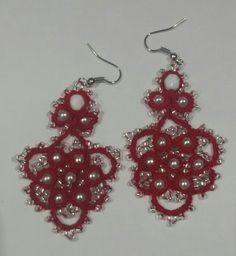 Orecchini, filato rosso, lizbeth,  perle bianche e di conteria.