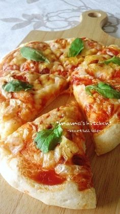 Simple Crisp & Soft No-Rise Pizza Recipe - Are you ready to cook? Let's try to make Simple Crisp & Soft No-Rise Pizza in your home! Pizza Recipes, Snack Recipes, Cooking Recipes, Bread Recipes, Cooking Bread, Salty Foods, Savoury Baking, Japanese Dishes, Cafe Food