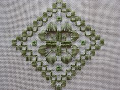 Hardanger Embroidery, Embroidery Stitches, Embroidery Patterns, Hand Embroidery, Modern Embroidery, Cross Stitches, Types Of Embroidery, Learn Embroidery, Embroidery For Beginners