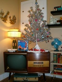 Aluminum tree! I love it! maybe I'll put mine up today....