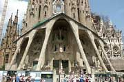 http://www.traveladvisortips.com/7-barcelona-tourist-attractions-everyone-should-see/ - 7 Barcelona Tourist Attractions Everyone Should See!