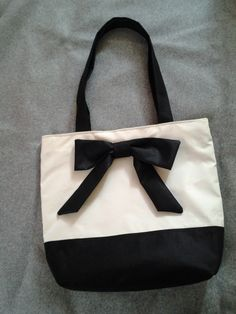 borsa bicolore black&white con fiocco apllicato http://elbichofeo.blogspot.com