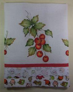 Conteúdo: 01 pano de prato pintado a mão. Dimensões aproximadas: 44 cm (largura) x 75 cm (comprimento) Cor: Branco. Pano de prato em sacaria 100% algodão, pintado a mão, com viés e bordado, e acabamento em crochê. Todos os produtos da Maison d'Art são confeccionados com matéria-prima ...