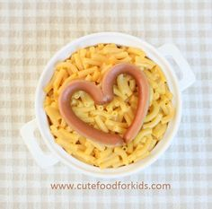 Quick and Easy Valentine's Day Lunch by Cute Food for Kids. Do you or your kids like a bow of macaroni and cheese and hot dog for lunch? I know it's not the healthiest lunch choice. Bento Recipes, Baby Food Recipes, Cute Food, Good Food, Awesome Food, Kids Meals, Easy Meals, Valentines Day Food, Valentine Gifts