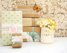 see diy packaging at utterly engaged issue Craft Packaging, Pretty Packaging, Packaging Ideas, Creative Gift Wrapping, Creative Gifts, Wrapping Ideas, Wrapping Gifts, Paper Doilies, Paper Crafts