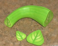 leaf cane tutorial - graduated sizes of the cane, allowing for variations in the cut #Polymer #Clay #Tutorials