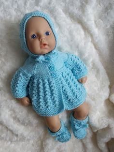 Linmary Knits: Alice Matinee Jacke, Kleid, Haube und Stiefeletten - www. Linmary Knits: Alice Matinee Jacke, Kleid, Haube und Stiefeletten - www. Crochet Jacket Pattern, Knitted Doll Patterns, Knitted Dolls, Baby Knitting Patterns, Baby Patterns, Free Knitting, Free Doll Clothes Patterns, Crochet Dolls, Knitting Dolls Clothes