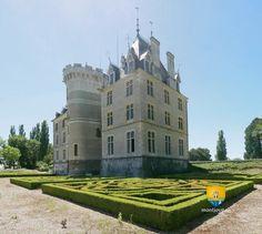 Le château de Maupas est situé entre Bourges et Sancerre. Initialement une forteresse médiévale reconstruite au XVe siècle, dont il garde quelque soubassement principalement au niveau de la tour asymétrique. Il fut ensuite modifié au XVIIIe et au XIXe siècle dans un style néo-gothique. Il fut le lieu de refuge de la duchesse de Berry pendant les guerres de Vendée. Palaces, Monuments, Castle France, French Castles, French Chateau, Fortification, Travel Destinations, Tower, Around The Worlds