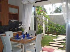 Ruang Makan Menyatu Dengan Taman Rumah