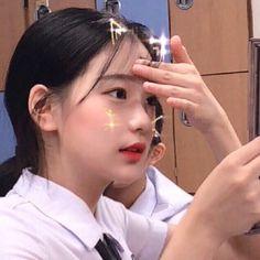 Gambar mungkin berisi: 1 orang, selfie dan dekat Pretty Korean Girls, Cute Korean Girl, Asian Girl, Ulzzang Hair, Ulzzang Korean Girl, Aesthetic People, Aesthetic Girl, I Love Girls, Cute Girls