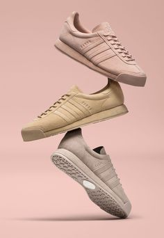 buy online 5dc90 0465a Woodie White x adidas Originals Samoa