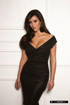 [via Miss Belle64] Kim Kardashian, stunning black outfit & hair OMG