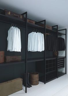 Faire un dressing pas cher soi-même facilement Diy Wardrobe, Wardrobe Storage, Wardrobe Ideas, Closet Storage, Storage Shelving, Diy Closet Ideas, Bedroom Wardrobe, Storage Hacks, Spare Room Storage Ideas