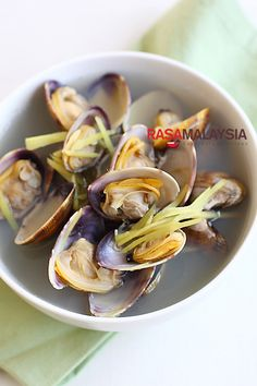 Ginger and Clam Soup (姜丝蛤蜊汤) | Easy Asian Recipes at RasaMalaysia.com